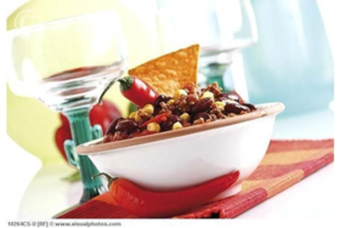 Chili con carne met salade en brood